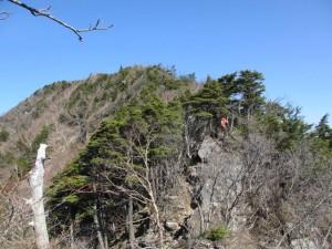 先を行く赤薙山で出会った地元の若者