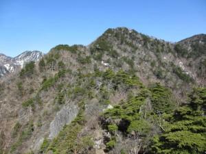 赤薙山-P2203中間地点からP2203奥社跡を眺める