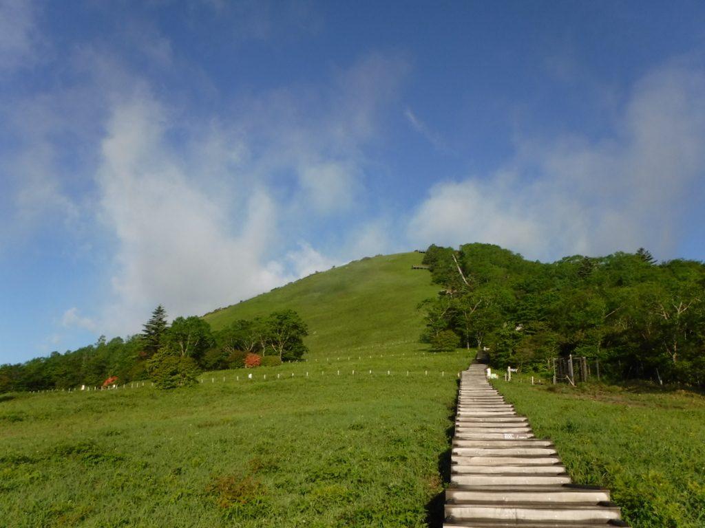赤薙山から女峰山そして、帝釈山へ。今日も12時間の山歩きで心は晴れ晴れ、足はガクガク。