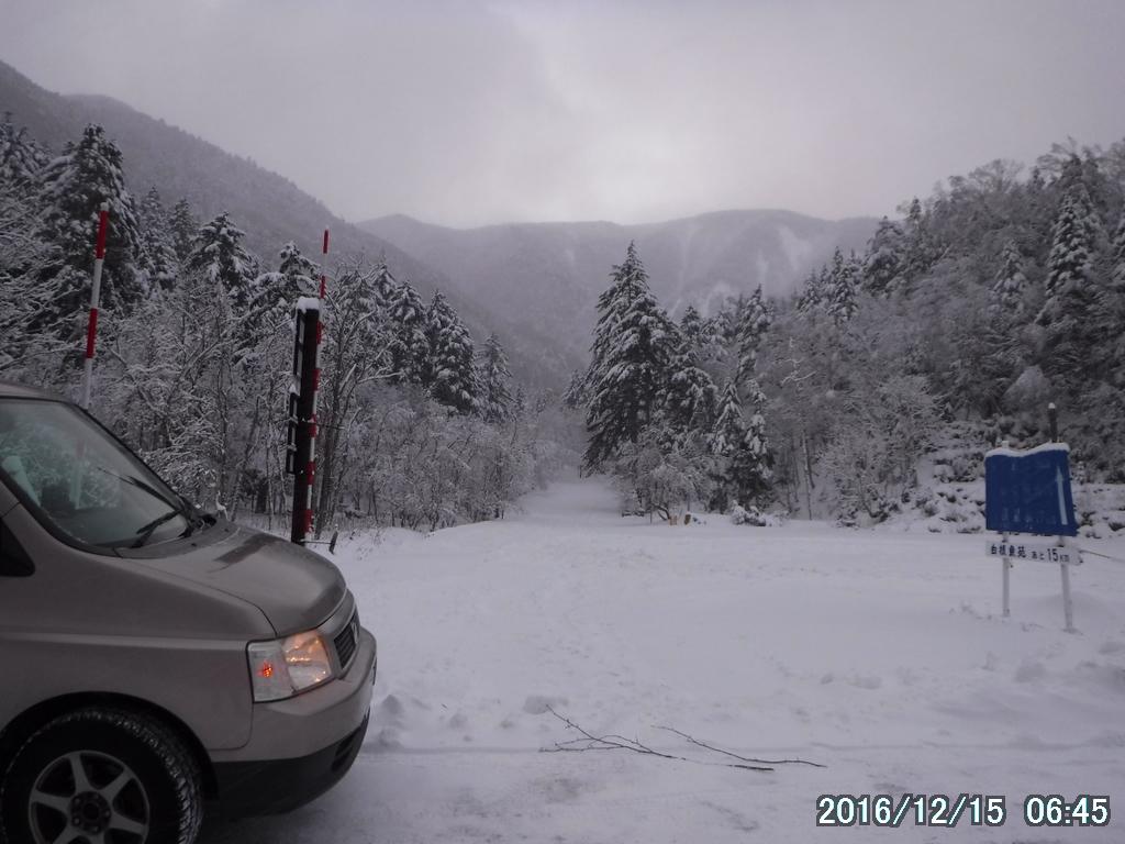 白根山は駐車場で門前払い。しかたなく刈込湖から光徳へ。