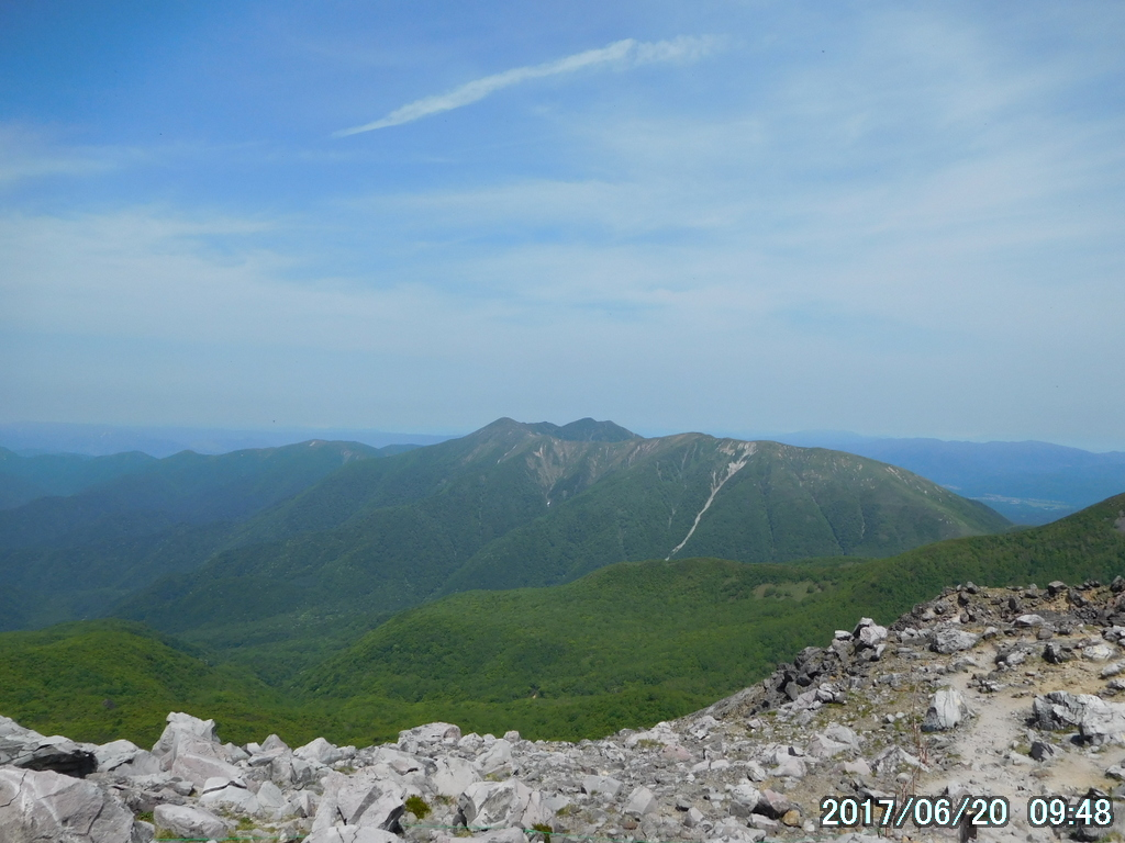 流石山、大倉山、三倉山が間近に見える