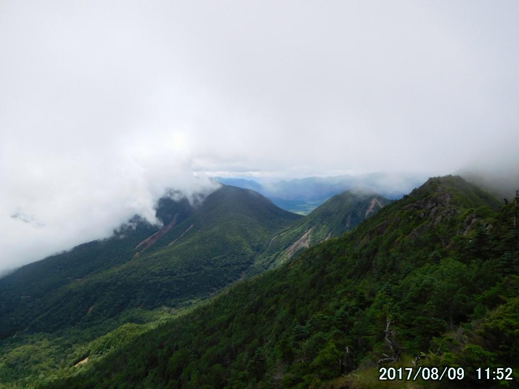 右から帝釈山、小真名子山、大真名子山