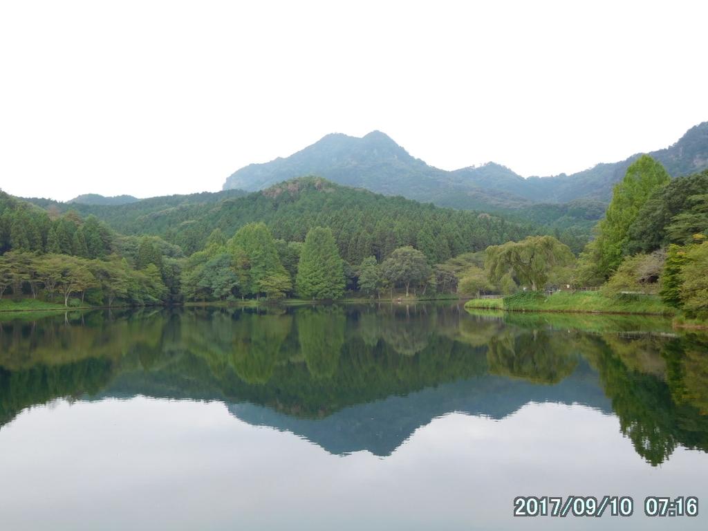赤川ダムに映る逆さ古賀志山