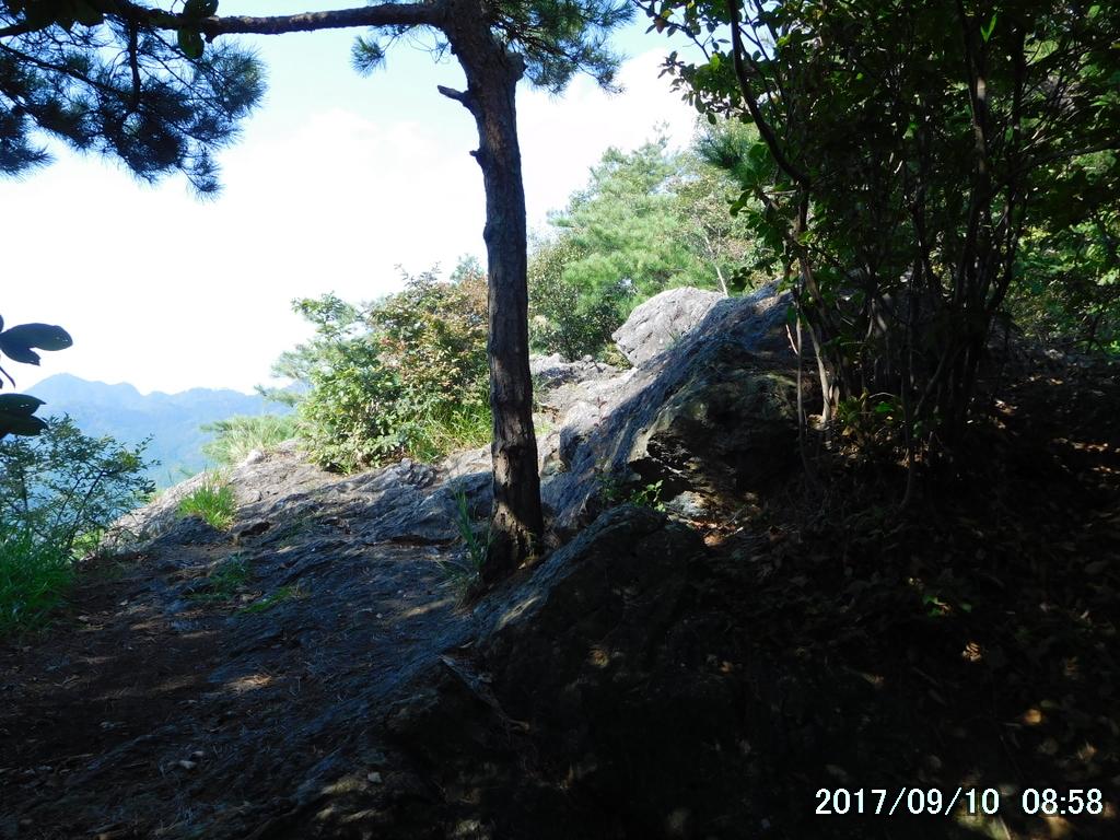 鞍掛山の大岩