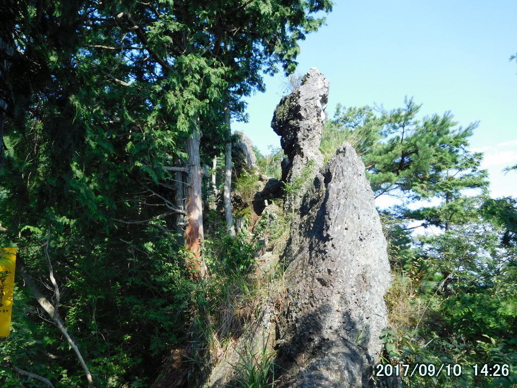 神宿る岩、二尊岩
