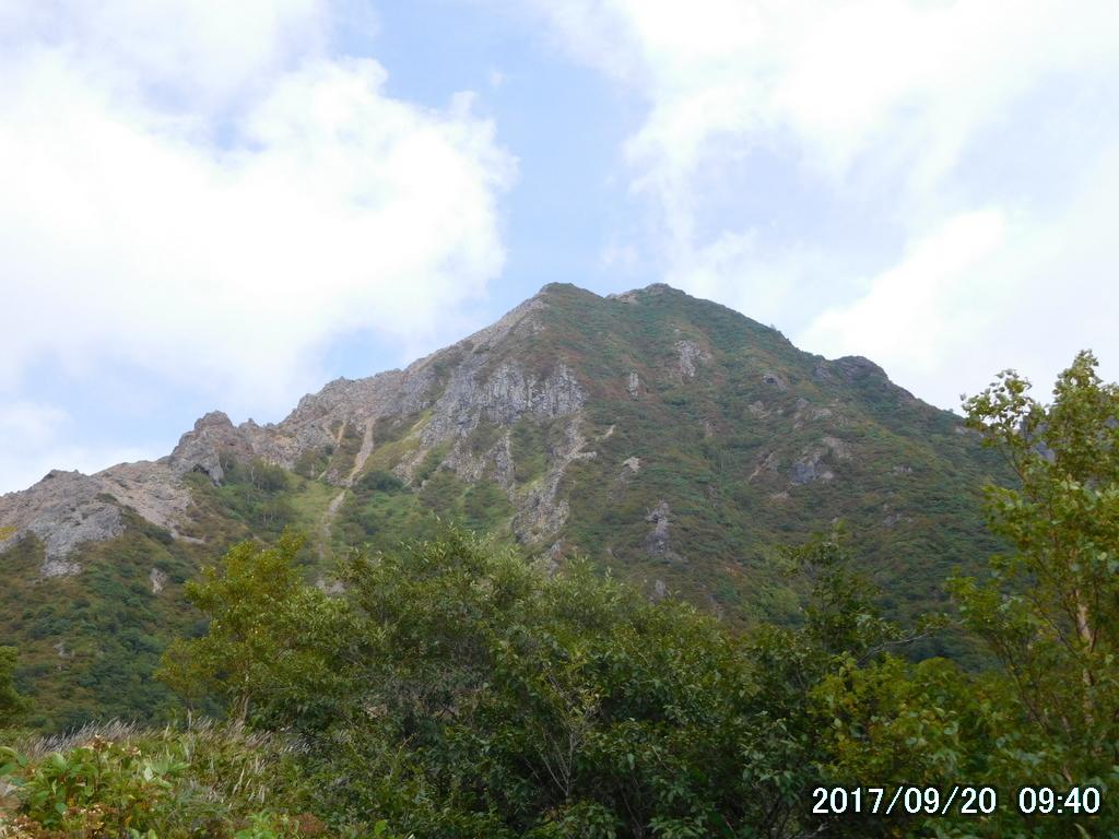 朝日岳が見えてきた