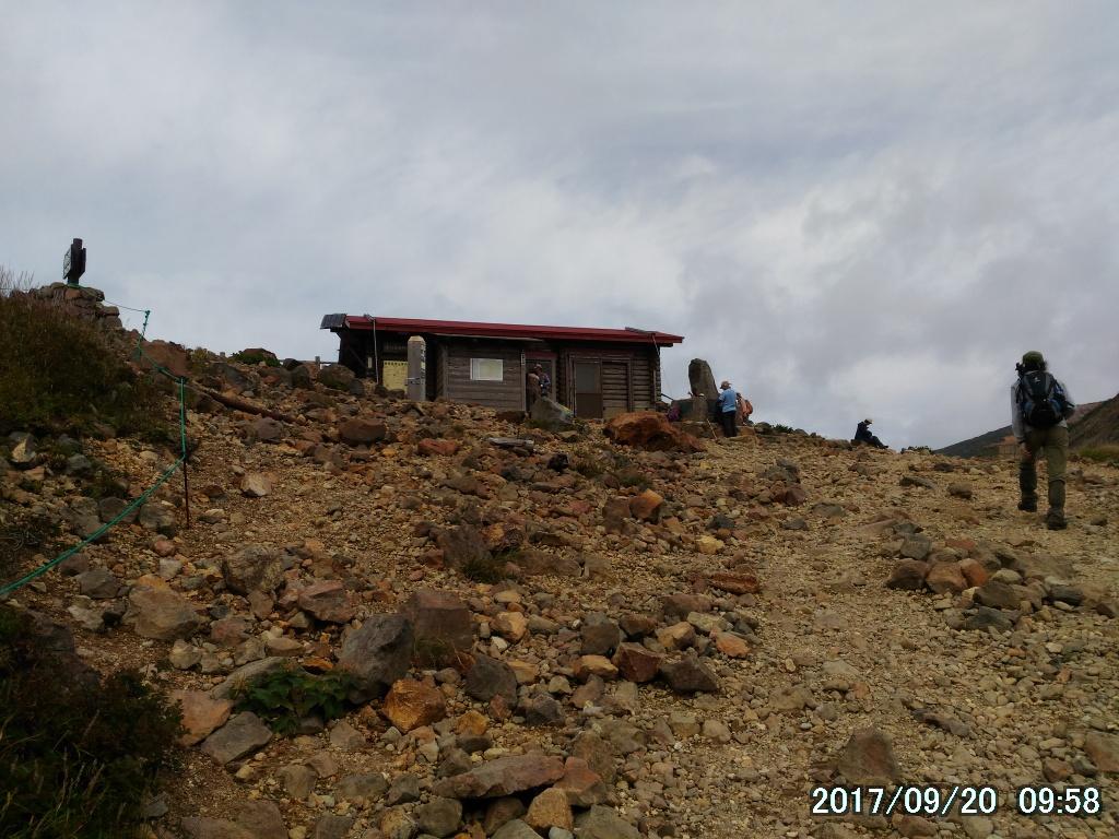 峰の茶屋避難小屋
