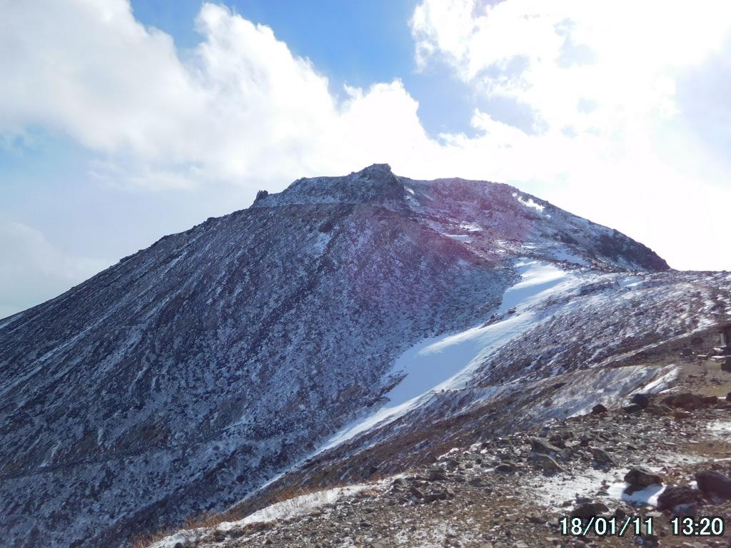 振り返って茶臼岳を見上げる