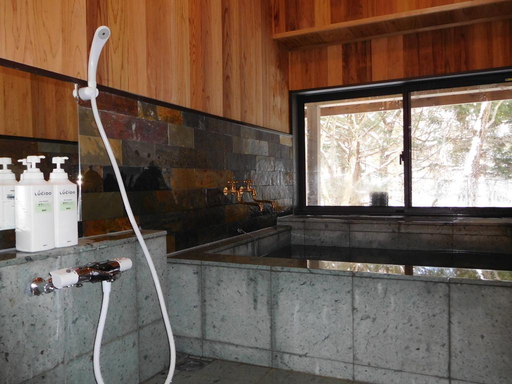 改装が終わった浴室。まったく別の浴室となった。