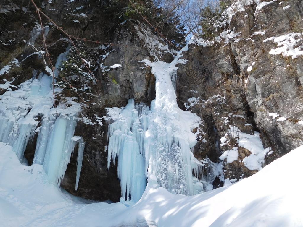 雲竜瀑と並んで人気の高い氷瀑