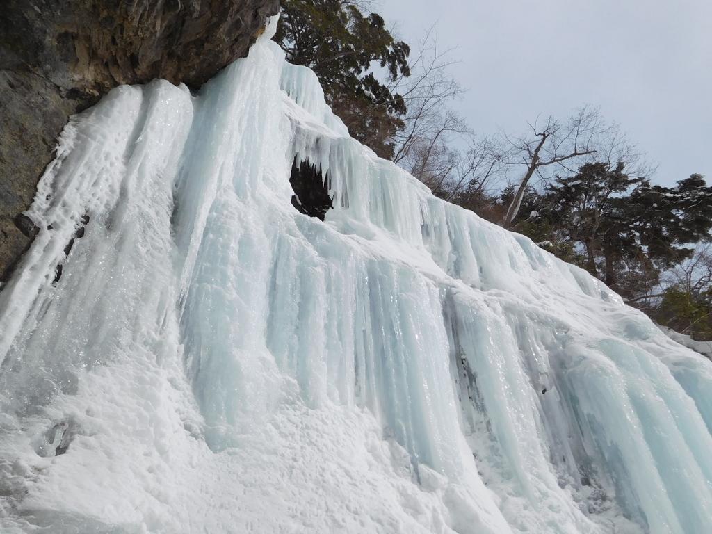 第二の滝も見事に凍りついている