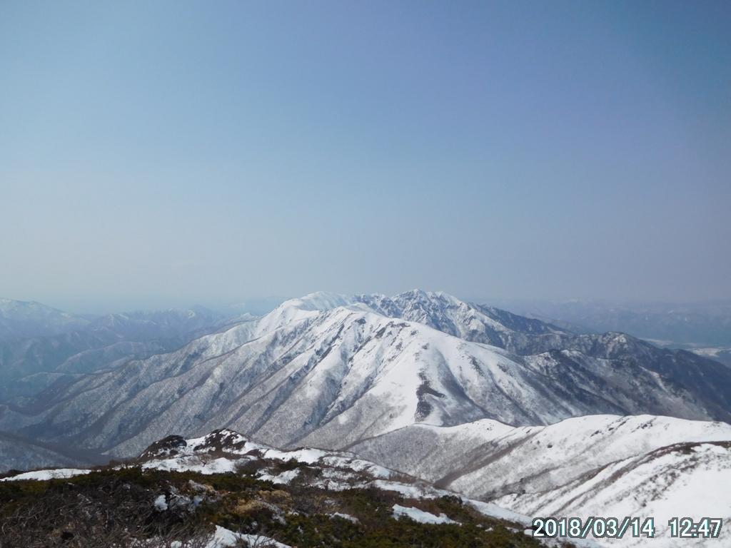 流石山や三倉山などを結んでいる稜線