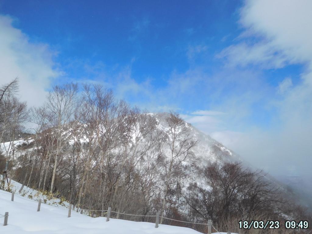 青空の下、丸山がくっきり