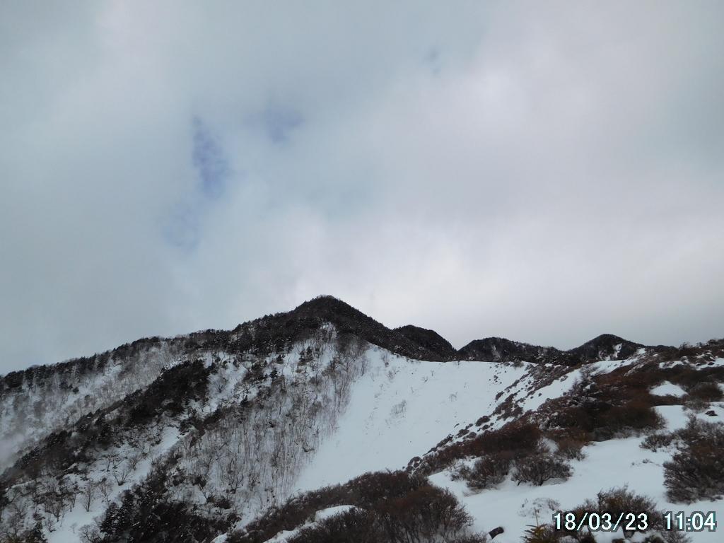 前方に赤薙山