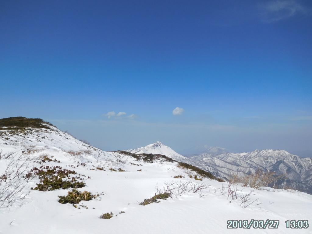 特徴的な形の旭岳