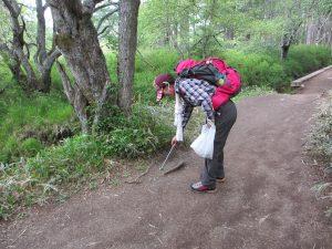 クリーンハイキング中のTさん