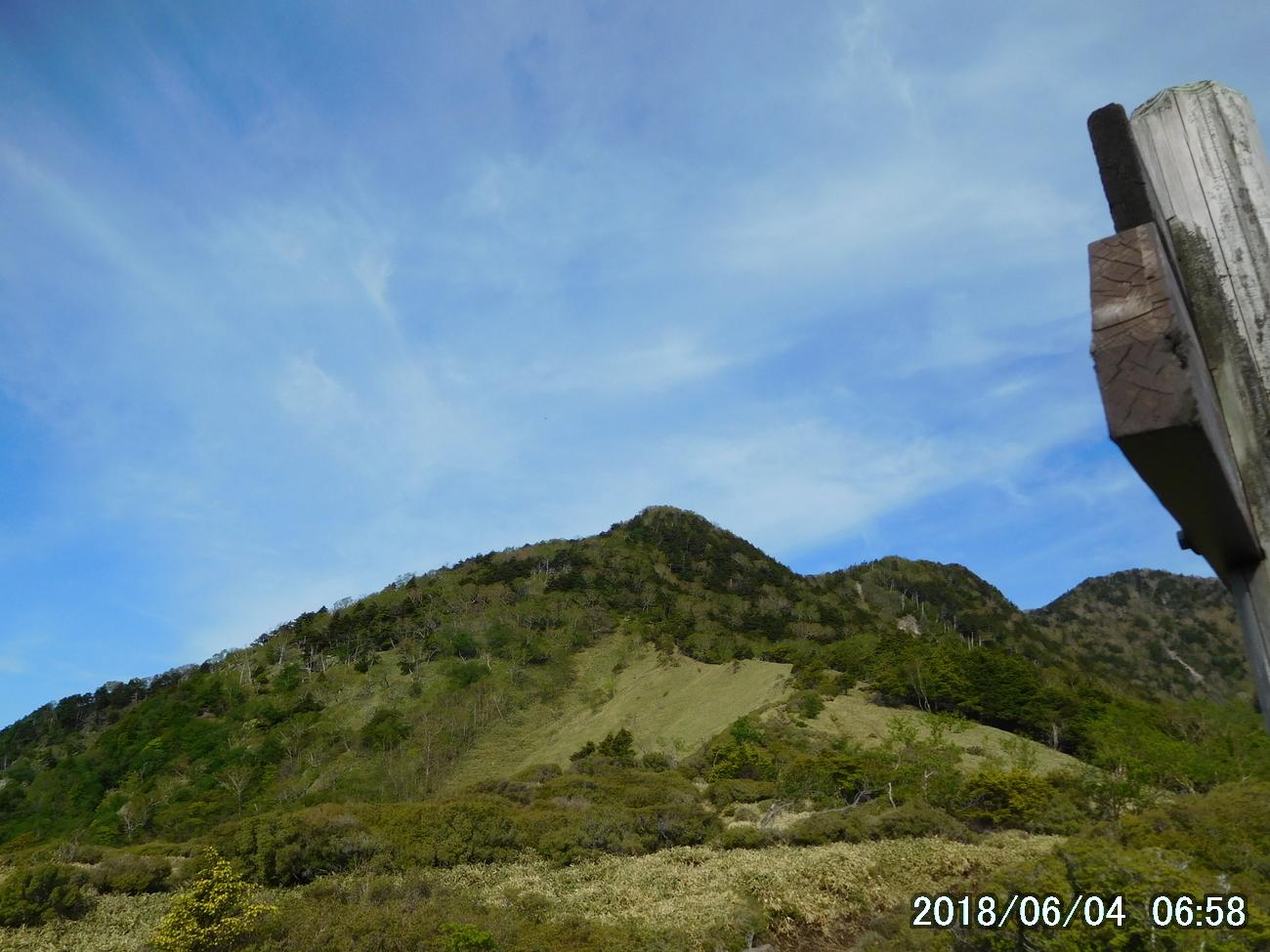 焼石金剛から赤薙山を見る