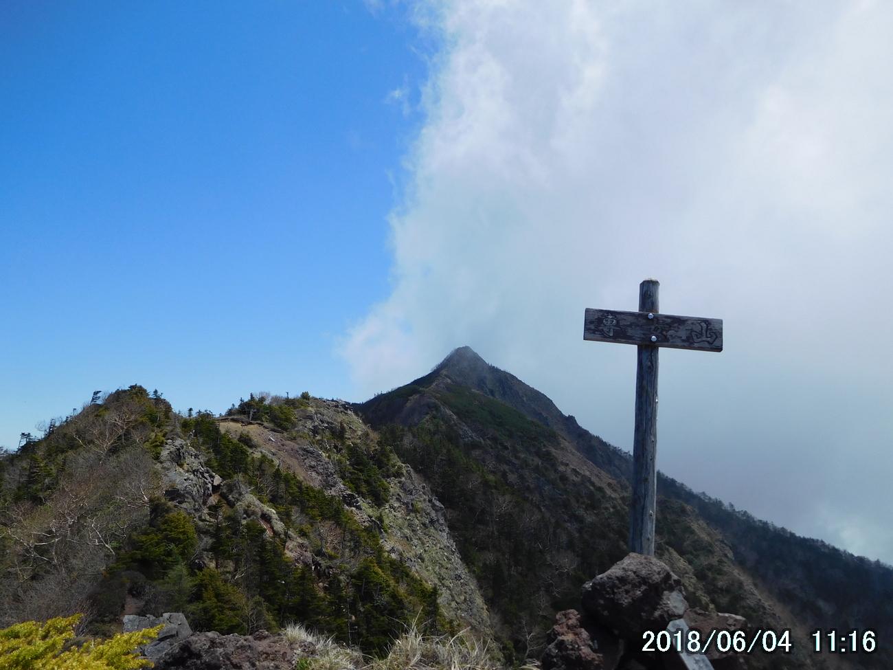 専女山から女峰山を見る