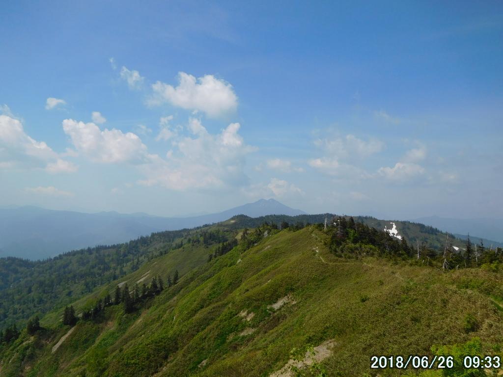 遠方に燧ヶ岳