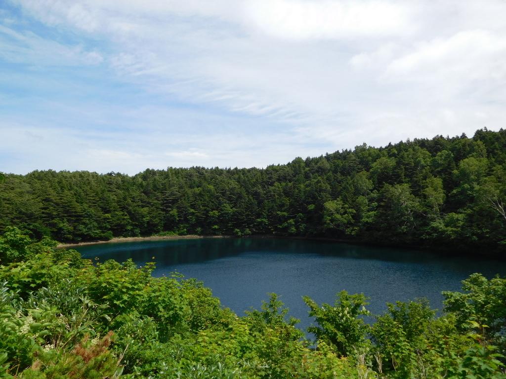 桶沼の水深は13メートル