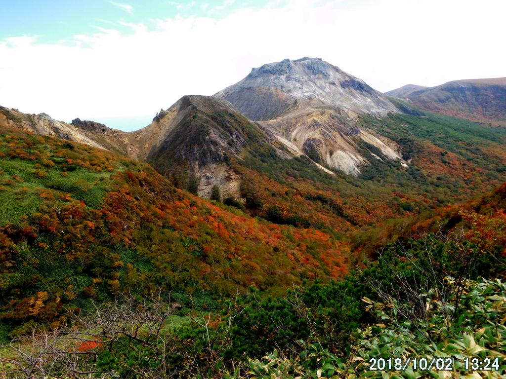 振り返って茶臼岳と剣ヶ峰