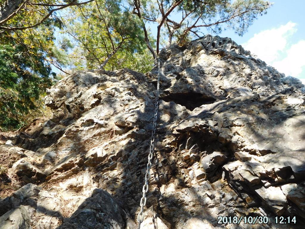 東南稜最初の岩