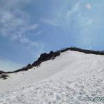 日本百名山・磐梯山は満水の銅沼に感動したが山頂へのルートは残雪で不明瞭。